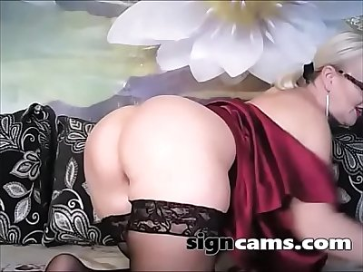 Beautiful Mature With Hot Body Masturbating