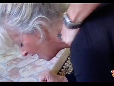 Horny Mummy for a deep blowjob by Orgiaquotidiana.org